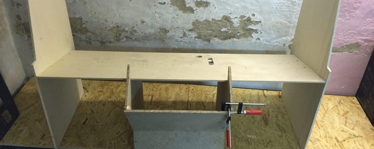 Bau des Main Instrument Panel Stand